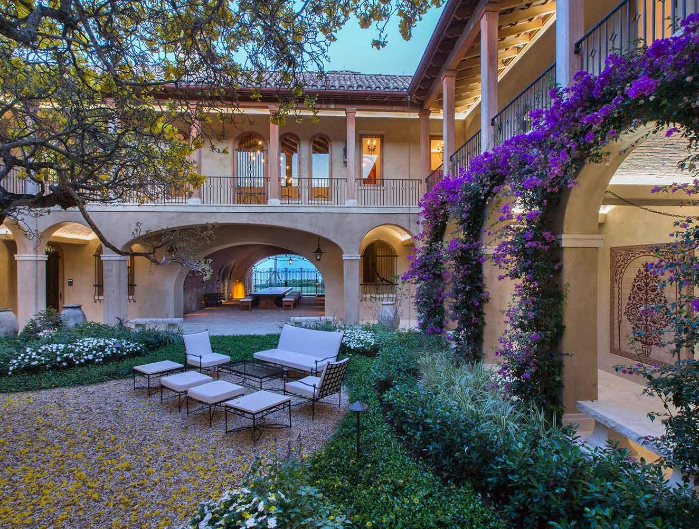 Portfolio of Leisure Spaces in Naples, Florida Luxury Homes. Leisure Outdoor garden courtyard. Designed by Kukk Architecture & Design Naples.